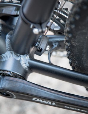 The cables routed along the top tube require a pulley guide for the front derailleur