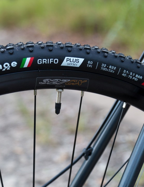 More from the Fuji box of awesome suprises, UCI-legal Challenge Grifo rubber – this ride is ready to race (once you've got some pedals sorted)