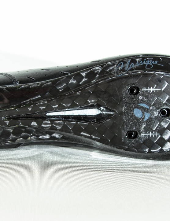 Clocking in at 12 out of 14 on Bontrager's stiffness scale, the sole of the Classique is a mix of carbon and fibreglass