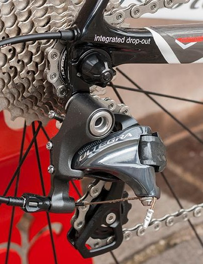 The Ultegra rear derailleur ensures quality shifting