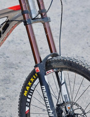 The Marzocchi 380 CR fork delivers a supple yet supportive stroke