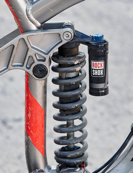 Suspension is controlled via a RockShox Kage RC shock
