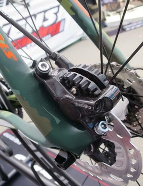 The bike runs Di2 combined with Shimano's 785 hydraulic brakes and ICE rotors
