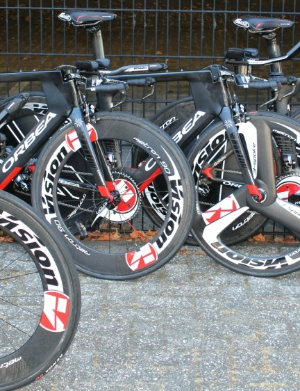 Cofidis mechanics were working with Orbea staffers on the new Ordu time trial bikes