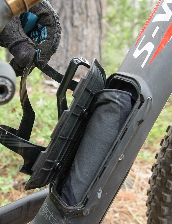 First seen in the new Stumpjumper FSR, the Camber carbon models get the downtube storage SWAT Door