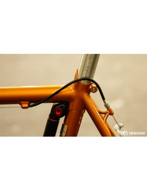 The frame construction technique is known as bi-laminate. It combines the aesthetic of lugs with the geometry-customization of fillet brazing
