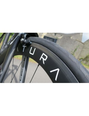 The Poggio 2.8 includes this £800 set of Saturae 50mm deep carbon clinchers in its £2000 price tag