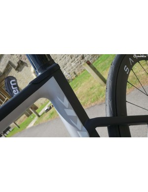 The aero seat tube and seat mast combo, meanwhile, is suitably deep with minimal seat stays mounted at the mid-point between BB and post