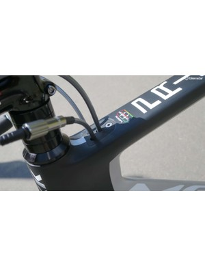 All of the Primo's cabling is internal and enters the top tube behind the stem