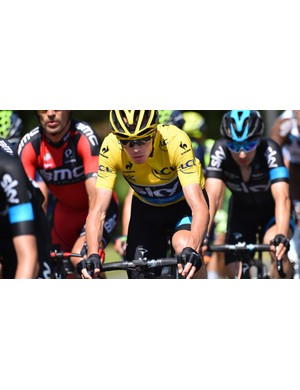 While Vuillermoz takes the stage win, Froome retains the yellow jersey