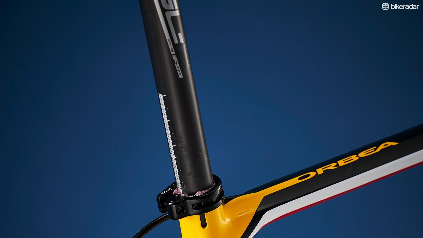 The carbon seatpost may be a slim 27.2mm in diameter but it still has room for the Di2 battery