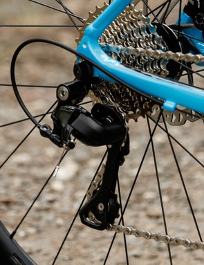 Wide-range gearing is given from a Shimano 105 22-speed drivetrain