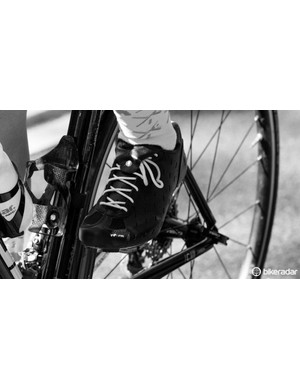 The snap tongue effectively hides the laces from hungry chainrings