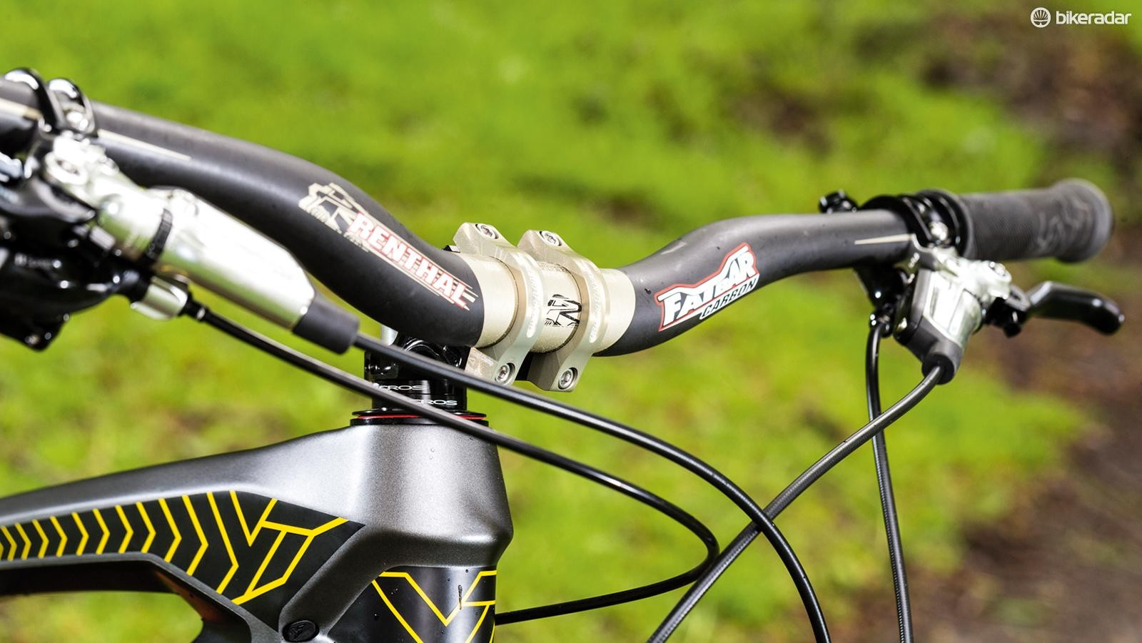 Super stiff 780mm wide Renthal Carbon bars are paired to a neat CNC stem