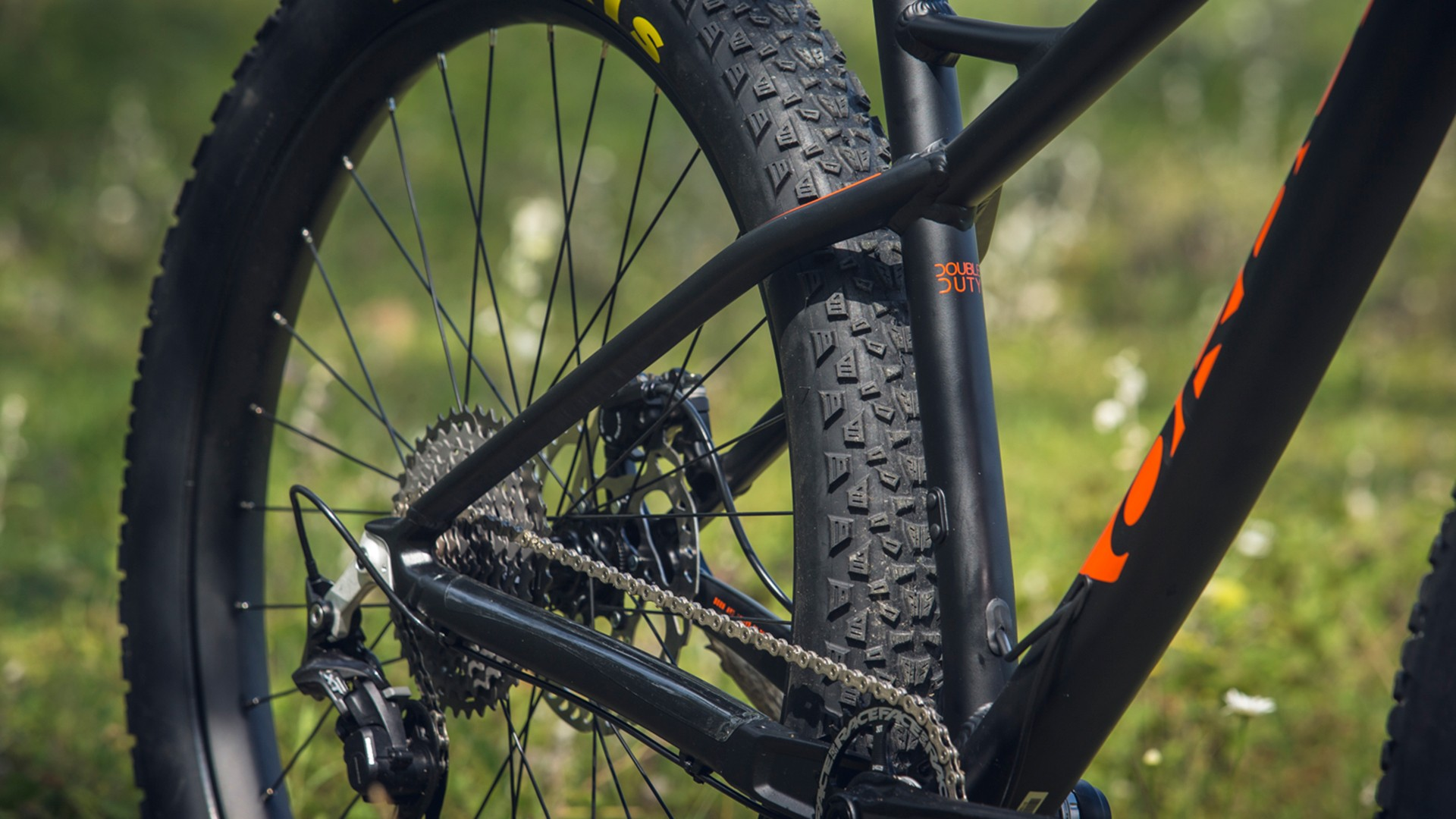 3in Maxxis Chronicle tires provided highly predictable traction on rocky terrain