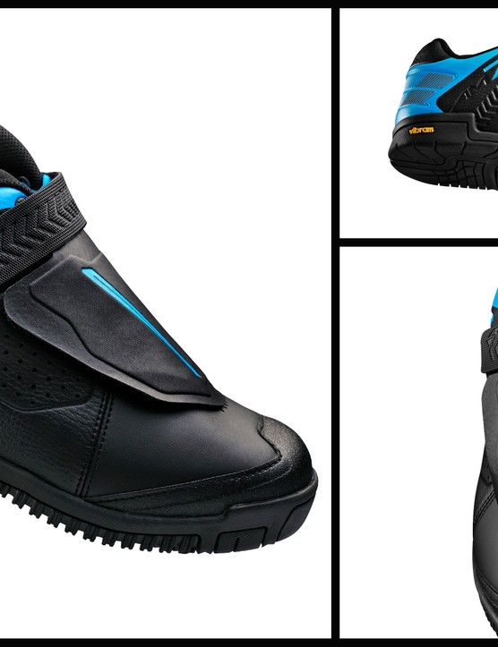 The new Shimano AM7, a flat pedal shoe developed in conduction with the Athertons