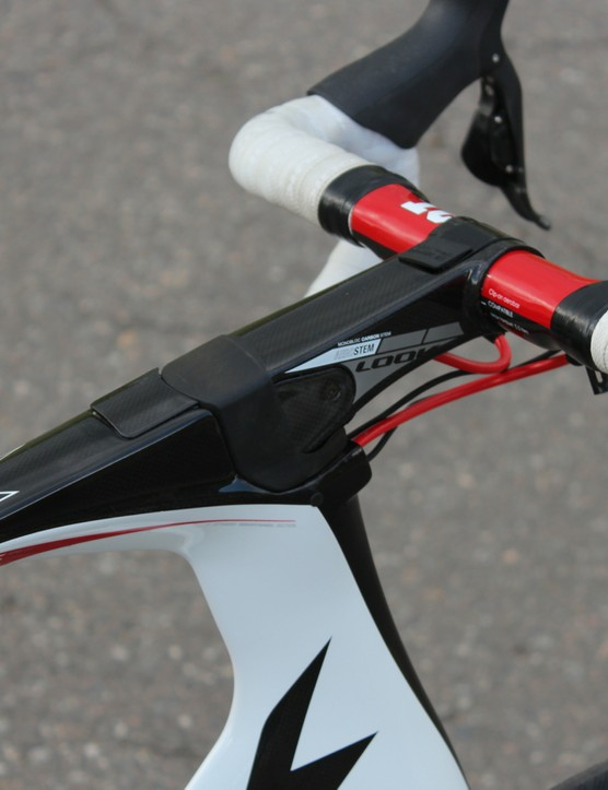 The top tube sits inline with the Aerostem, making for a massive head tube