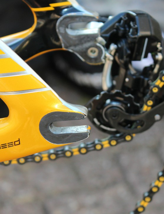 The P5 has horizontal dropouts. Note the matching KMC X11SL chain