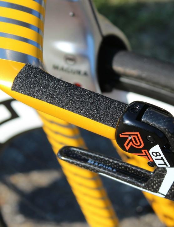 Grip tape on the horns adds grip with minimal aero drag