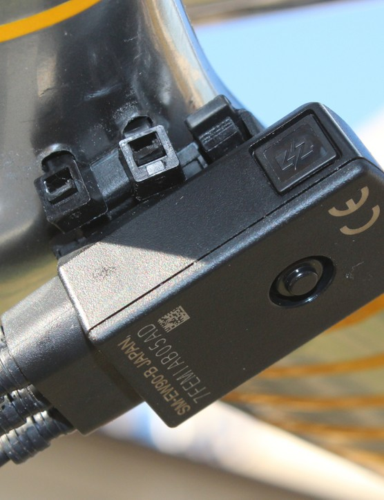 The Di2 junction box is zip-tied to the base of the aero bar