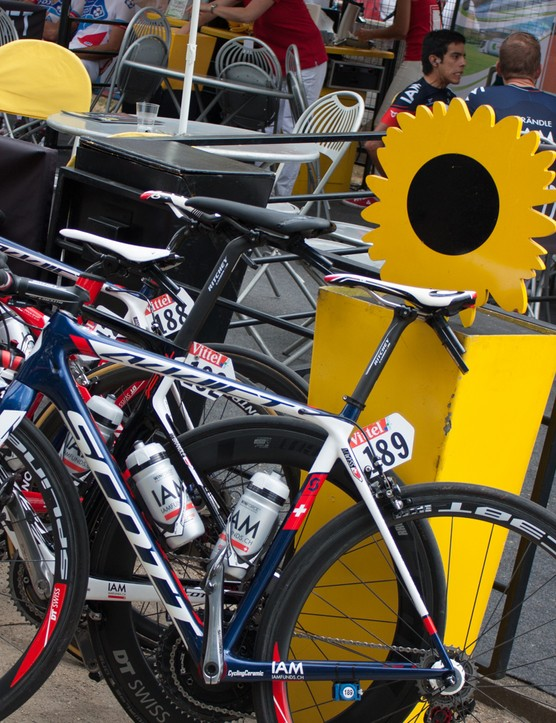 It's almost a regular coffee stop for the riders, but with fake wooden sunflowers