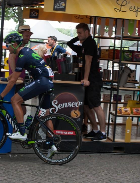 Movistar's Gorka Izagirre Insausti stops for a pre-ride pick-me-up
