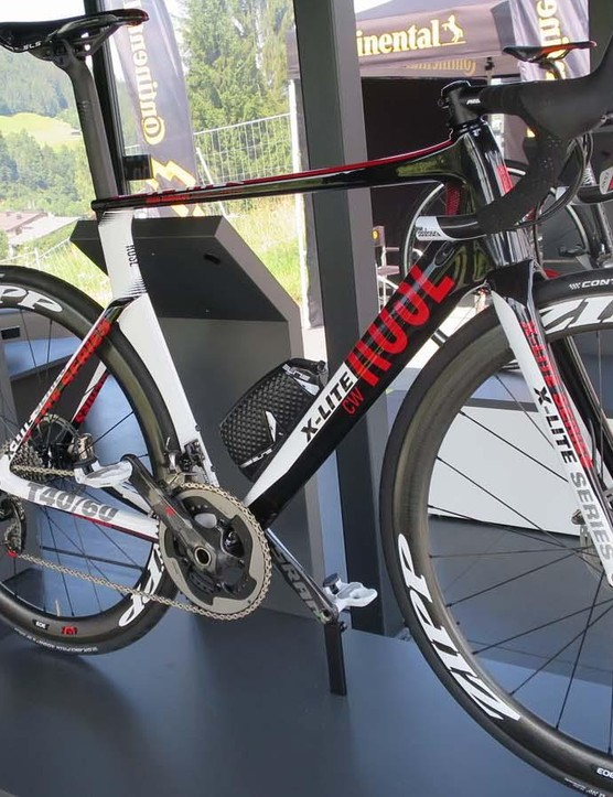 The new Rose X-Lite CW disc is one of the first bikes we've seen that mixes aero with disc brakes