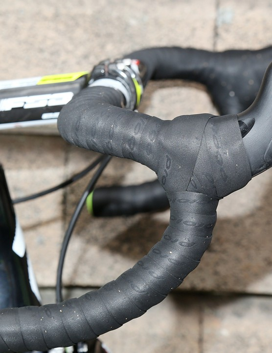 Rocker buttons on each lever transmit a wireless shift signal to the derailleurs