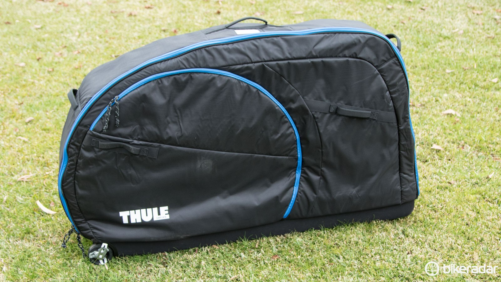 Bringing Thule bike bags to a slightly lower price point (still not a cheap one, though), the RoundTrip Traveler looks to have its sights set on the highly popular Evoc Bike Travel Bag