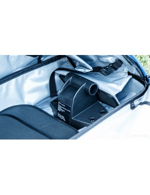 A solid plastic fork block sits up front. An additional padded and buckled system sits ahead in case of compatability issues
