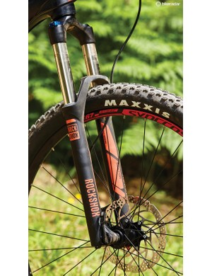The 140mm Sektor TK fork isn't the most supportive when the going gets sketchy