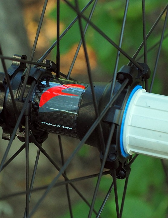 Saving even more grams are the carbon-bodied hubs