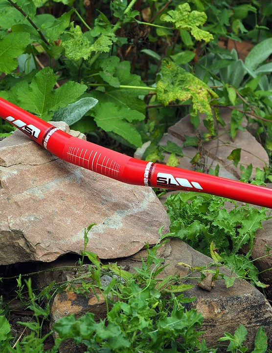 Answer's ProTaper Carbon SL handlebar is exceptionally light at just 211g for a 780mm-wide bar