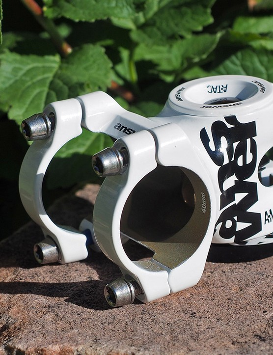 The beefy Answer AME stem features forged aluminium construction and a wide four-bolt, two-piece faceplate