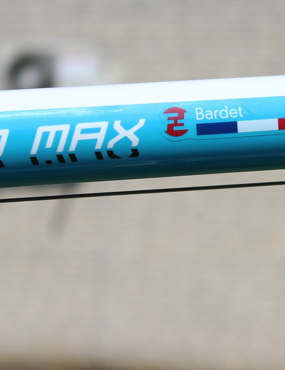 While most Tour bikes have internal routing, Focus opts for the simplicity of cable stops