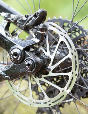 SRAM takes care of the stop/go kit with a mixed X01/X1 drivetrain and Guide RS brakes
