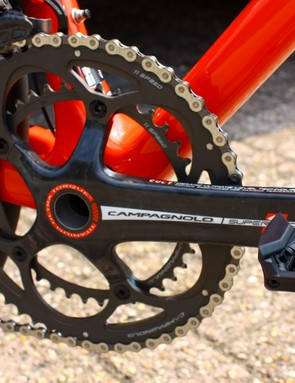 The Super Record crankset is the older five-bolt versions in 180mm crank length. It spins on a C-bear ceramic bottom bracket