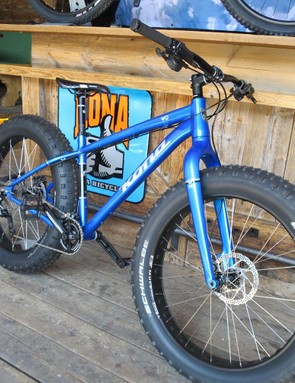 Kona has also updated the Wo fat bike – no longer is it steel, it's now alloy, and looks lush!