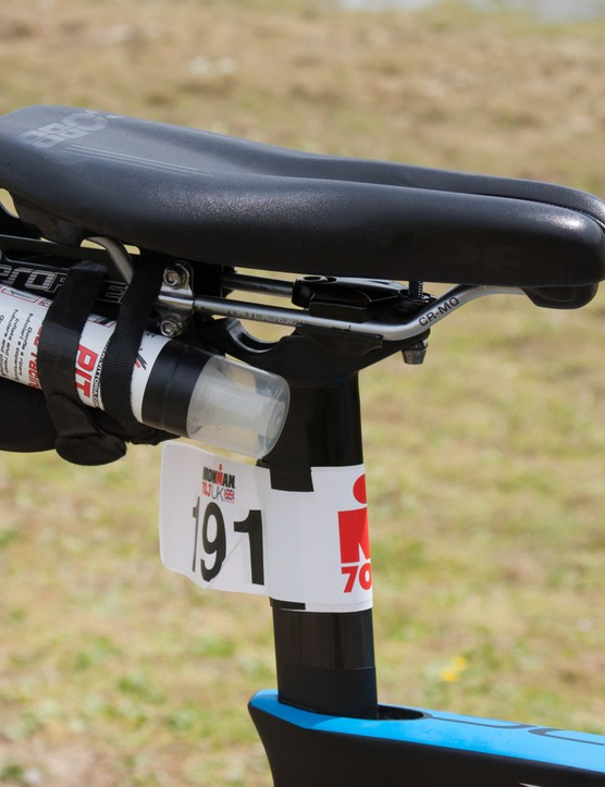 An utterly disgusting saddle-mounted setup that failed in nearly every way