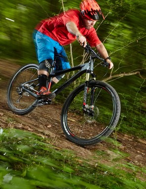 Whether you want to target a lighter more XC-friendly setup or beef things up, the Mantra Carbon is one upgrade-worthy foundation