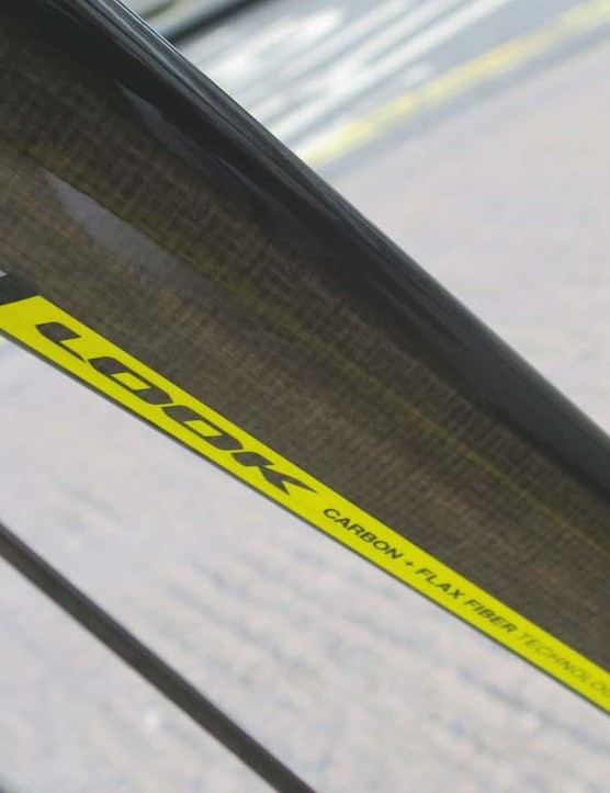 The dedicated sub 300g fork is infused with flax fibres to aid vibration damping
