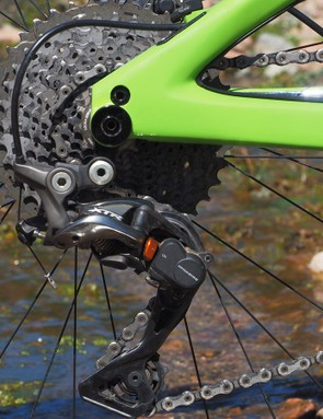 The Shimano XTR rear derailleur and shifter deliver typically smooth and reliable shifting performance but the 11-40t cassette has noticeably less range than a SRAM XX1 setup. Seeing as how the two use identical sprocket spacing, we'd rather see Ibis spec the XX1 cassette instead