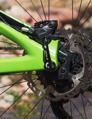 180mm-diameter rotors are featured at both ends. Ibis says that 200mm-diameter rotors are okay, too