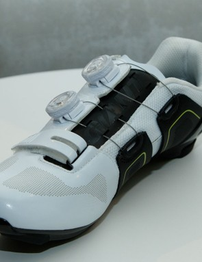 ExoBeam is joined by 'ExoWrap', where the upper wraps the foot from beneath. This upward pulling from the arch of the foot is said to replace the need for user-specific footbeds or similar (Giant Surge road pictured)