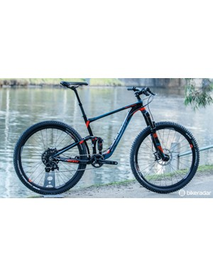 Offering a little more trail confidence over a standard Anthem, there's the 2016 Giant Anthem SX 27.5 1  ($N/A / AU$4,299 / £TBC)