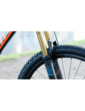 Most Trance models get burlier suspension, such as the Advanced 27.5 1 and its Fox Float 34 Factory