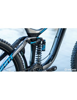 Much like the other Advanced mountain bikes in the Giant range, the Glory's rear triangle is still alloy
