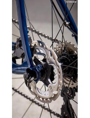 Shimano disc brakes with 140mm rotors keep the Mason under control