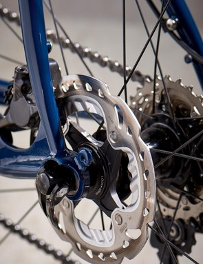 Shimano disc brakes with 140mm rotors keep the Mason under control