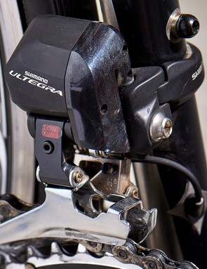 Gearing is a mix of Shimano Ultegra Di2 and FSA kit